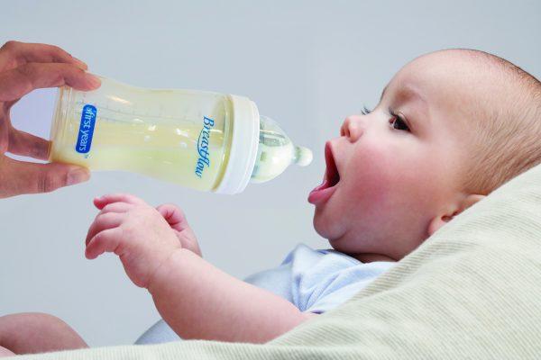 Как правильно выбирать детские бутылочки?